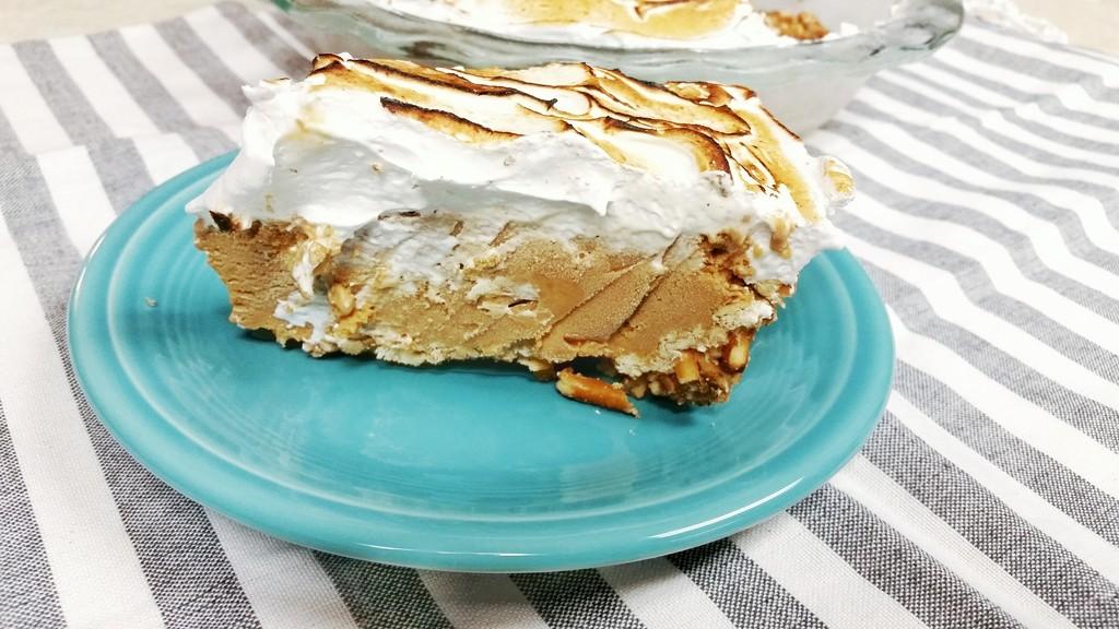 Caramel Ice Cream Pie with Pretzel Crust | Tajinny.com